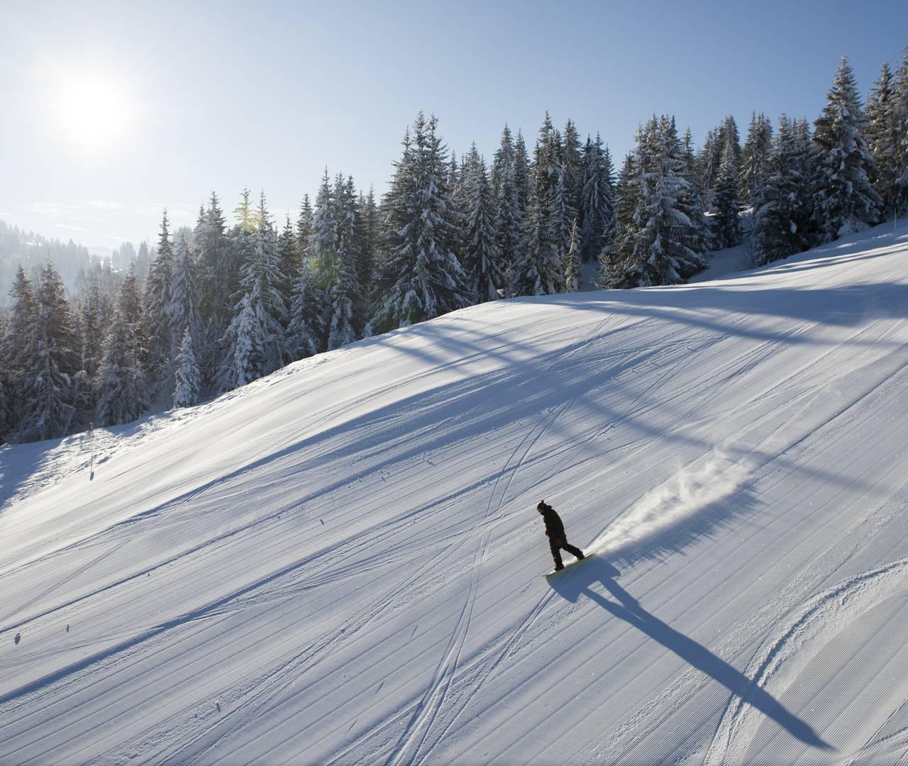 snowy slope ski les gets