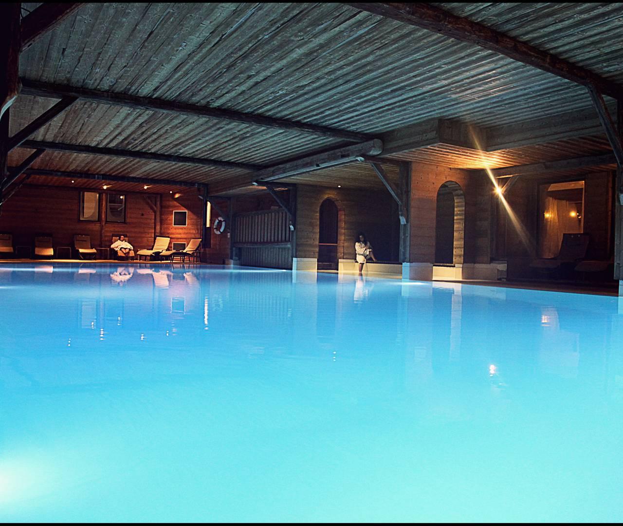 swimming pool ski resort les gets