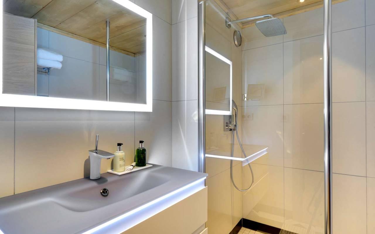 shower bathroom hotel les gets