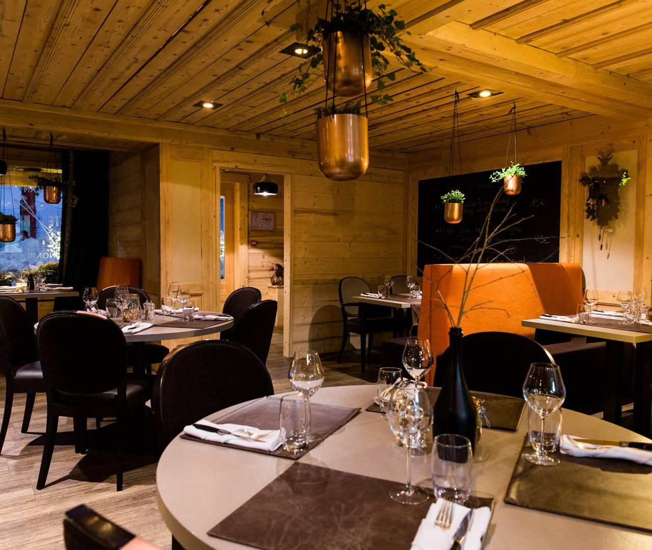 La piste noire restaurant les gets hotel la marmotte - Hotel la marmotte les gets ...