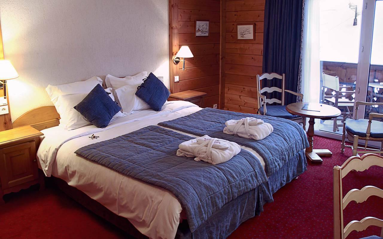lit double chambre supérieure les gets