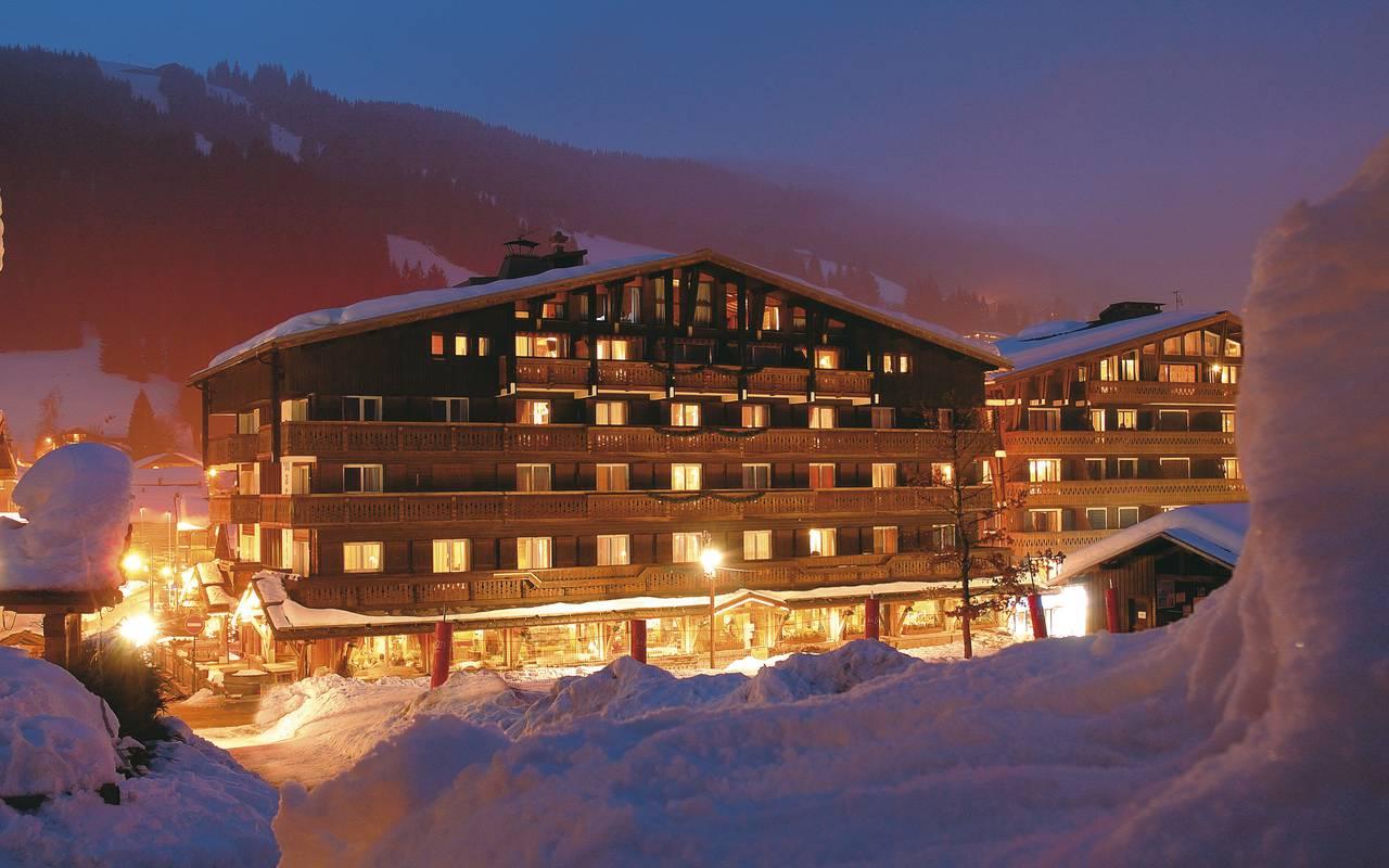 facade nuit hotel la Marmotte
