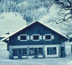 historique 1936 facade hotel la marmotte