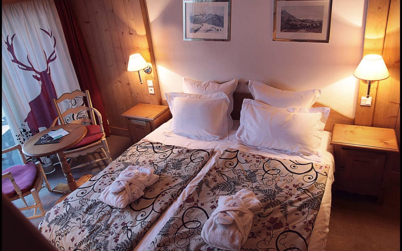 lit simple chambre la marmotte