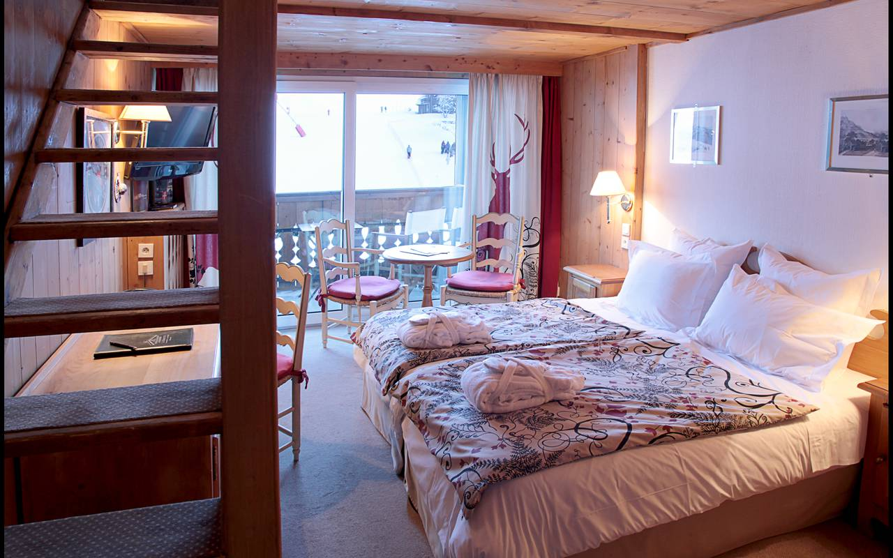 r server h tel les gets la chambre chalet. Black Bedroom Furniture Sets. Home Design Ideas